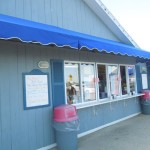 Bills-Seafood-Restaurant-Westbrook-CT-Ice-Cream-Shop-and-Gift-Shop-Side-View